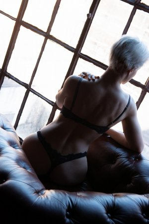 Djouliana independent escorts in Grand Forks