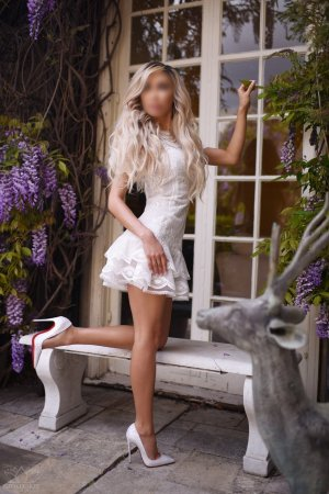 Everly milf escorts in Stallings, NC